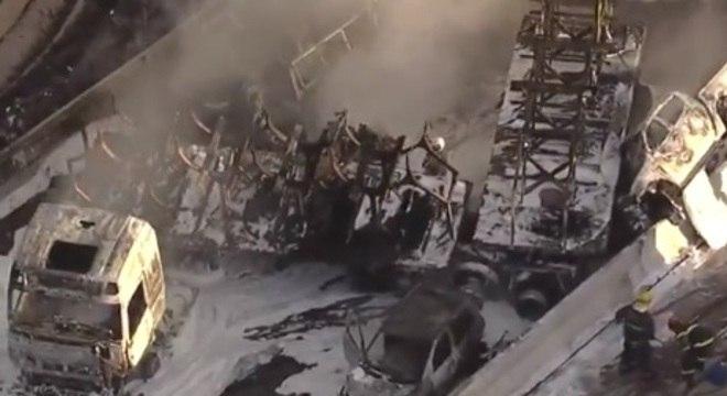Batida causou incêndio de grandes proporções e motorista morreu