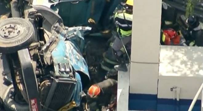 Uma das vítimas ficou presa sob a cabine do veículo