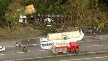 Colisão entre carretas bloqueia a rodovia Anchieta e deixa um morto