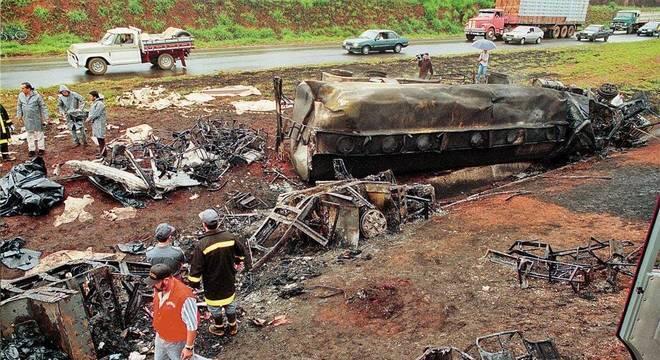 Acidente com ônibus de romeiros deixou 55 mortos em 8 de setembro de 1998