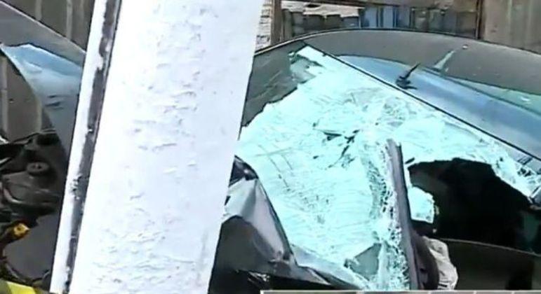 Resgate precisou serrar algumas partes do carro para retirar jovem preso nas ferragens