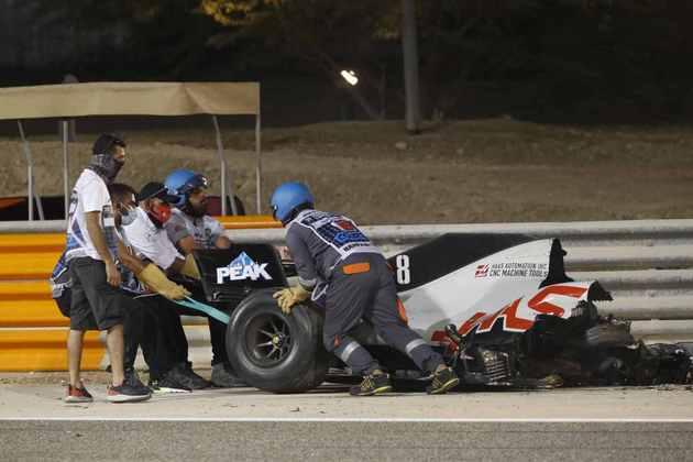 Acidente de Grosjean aconteceu após toque com Daniil Kvyat.
