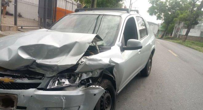 Acidente entre um Prisma e um Ecosport deixaram uma motorista desacordada Crédito: Alina Souza