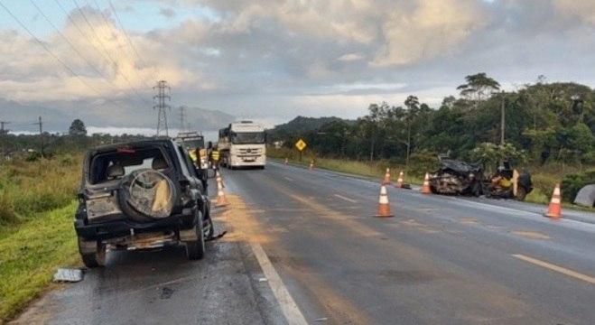 Acidente entre dois veículos deixou cinco mortos na Rodovia Padre Manoel da Nóbrega