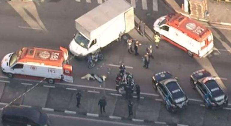 Acidente com moto e caminhão em Osasco deixa um ferido