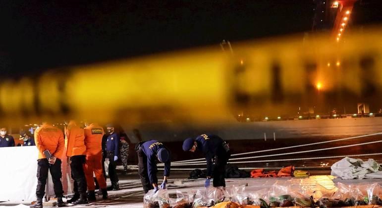 Avião com 62 pessoas caiu na Indonésia no último sábado (11)