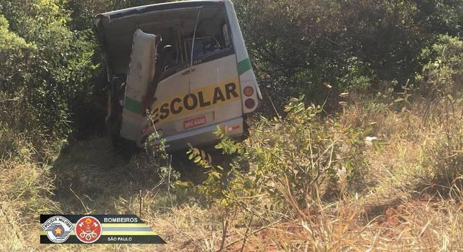 Acidente com ônibus escolar mata três pessoas no interior de SP