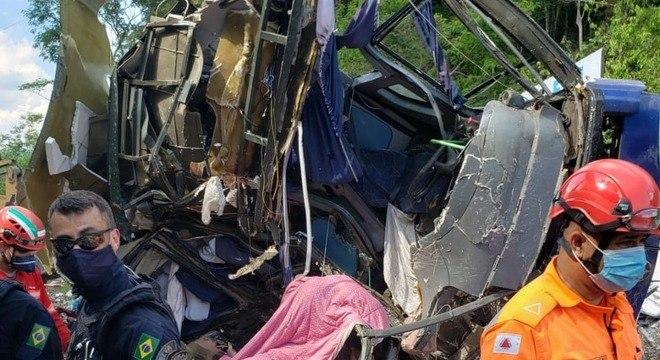 Ônibus caiu de uma altura de 26 metros, de um local conhecido como Ponte Torta