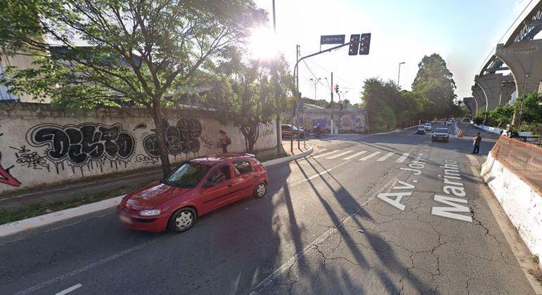 Capotamento de carro após colisão deixa um morto e nove feridos no Itaim Bibi (SP)