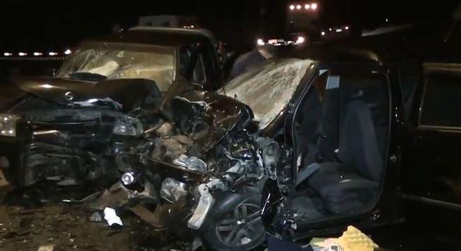Colisão ocorreu em uma estrada de Mogi das Cruzes e deixou 5 mortos