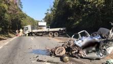 Motorista morre em colisão entre carro e caminhão na Grande SP