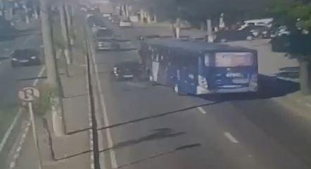 Motorista atropelou motociclista após discussão