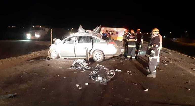 C4 Pallas bateu em traseira de caminhão na BR-040; seis pessoas morreram