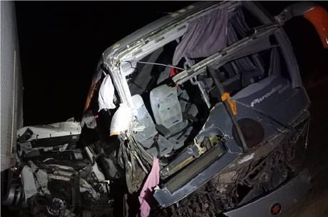 Imagens mostram o estrago causado pelo acidente