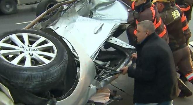 Polícia encontra droga em carro que capotou na ponte do Socorro