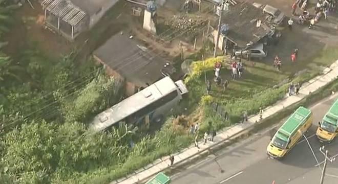 Acidente ocorreu na rodovia Régis Bittencourt, em São Paulo