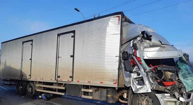 Pelo menos 21 pessoas ficaram feridas durante acidente em rodovia