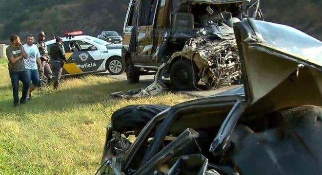 Carro na contramão é responsável pelo acidente com a banda Sampa Crew Reprodução/Record TV