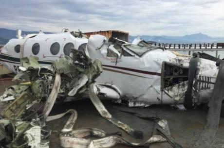 O avião em que Teori viajava se chocou contra a água