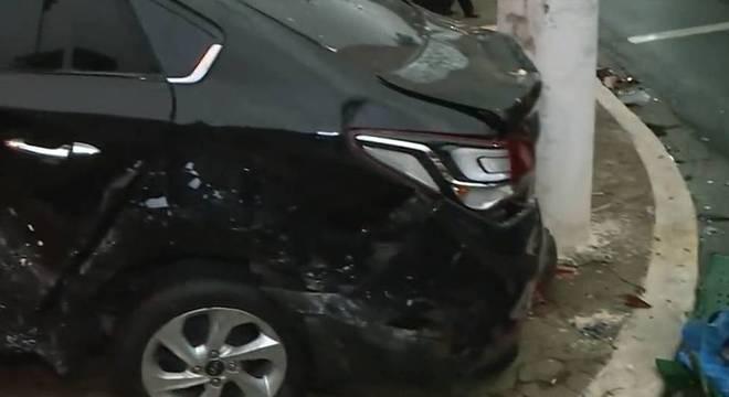 Após acidente três carros, mulher de 60 anos é levado ao hospital