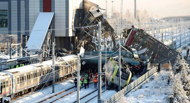 Acidente com trens deixou ao menos 7 mortos na Turquia nesta quinta-feira