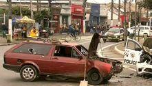Carro roubado bate em viatura da PM em perseguição na zona leste