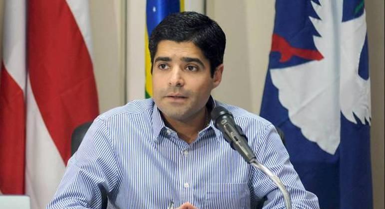 ACM Neto é um dos líderes partidários que assinou manifesto a favor da democracia