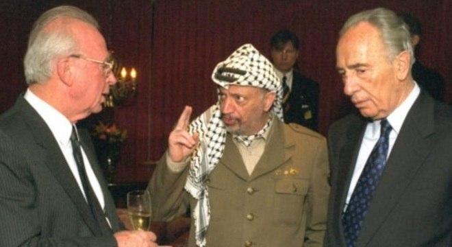 Rabin conversa com Arafat e Peres ouve