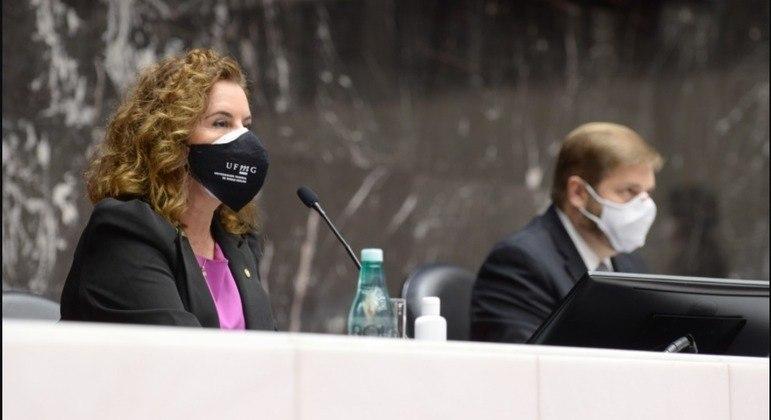 Reitora da UFMG participou de cerimônia que oficializou a destinação de R$ 30 milhões para vacina