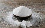 De janeiro a maio, o preço do pacote de 5 quilos de açúcar refinado foi de R$ 13,09 para R$ 5,02 (14,74%).