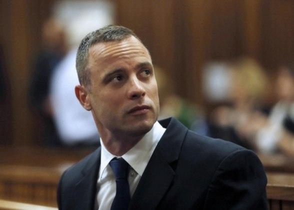 Acusado de matar a tiros sua namorada, o atleta Oscar Pistorius viu Nike e Oakley romperem vínculo de patrocínio.