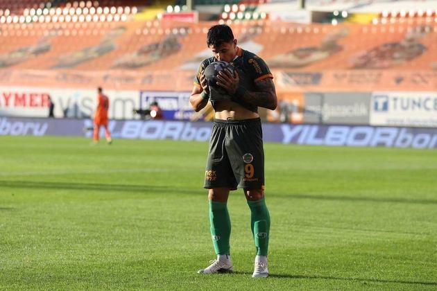 Adam Bareiro – O atacante paraguaio de 24 anos é jogador do Alanyaspor (TUR). Recentemente, foi sondado pelo Botafogo. Pertence ao Monterrey (MEX), mas está emprestado até junho de 2021. Seu valor de mercado é estimado em 2,70 milhões de euros, segundo o site Transfermarkt