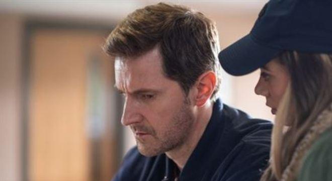 Adaptação da Netflix, com oito episódios, é baseada no romance de Harlan Coben