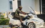 Otogolês demonstra ser bem fã das motocicletas de estilo. Além de quadriciclos, ele aparece com triciclos