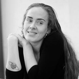 Adele compartilhou imagens em comemoração ao aniversário