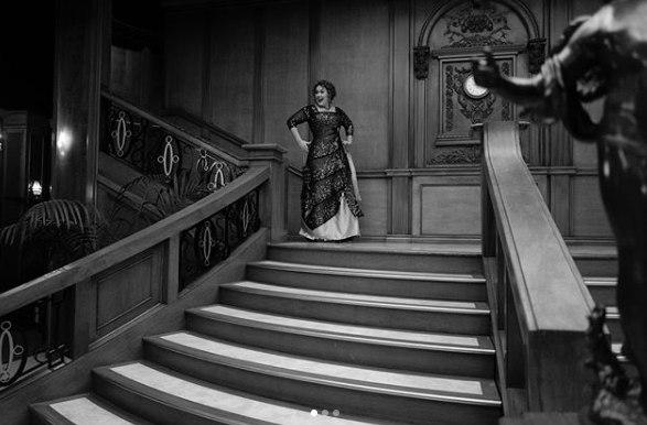 Adele comemora aniversário de 30 anos com festa inspirada em Titanic