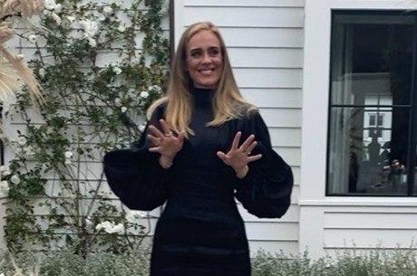 Adele mostra nova silhueta em primeira foto do ano