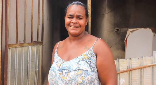 Adélia Cristina vive com o marido e os filhos no sertão nordestino e recebe ajuda do SOS Famílias do Sertão