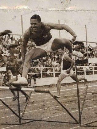 Nos Jogos de Helsinque, na Finlândia, em 1952, o Brasil foi ouro com Adhemar Ferreira da Silva, no salto triplo. E também faturou o bronze no salto em altura. O feito foi de José Telles da Conceição. Essa é a única insígnia do país na prova na história. Telles também acumulou dois bronzes nos Jogos Pan-Americanos