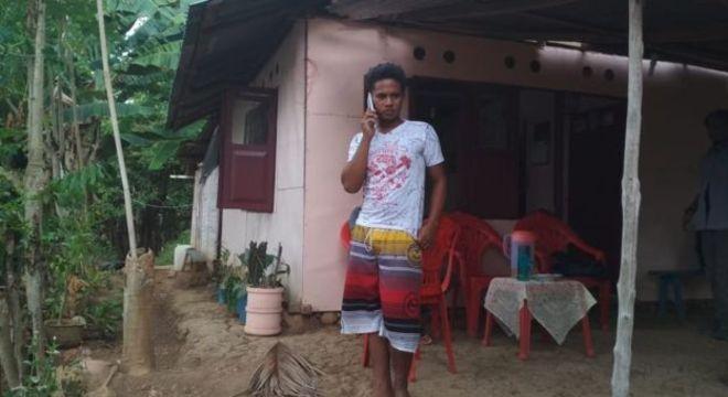 Adilang está de volta à casa dos pais