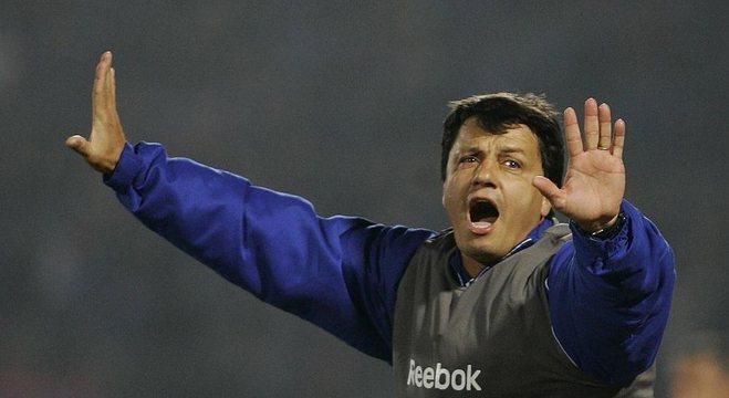 Cruzeiro perdeu tempo com Adilson. Ele saiu. Mas implodiu o ambiente