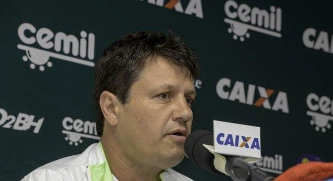 Adílson Batista comandou o América-MG até novembro do ano passado. No Coelho foram 19 partidas, com quatro vitórias, oito empates e sete derrotas.