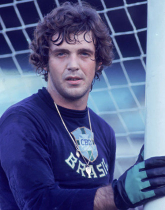 Ado Stinghen -Reserva de Félix na Seleção Brasileira na Copa do Mundo de 1970, atualmente dirige a escolinha de futebol Ado Soccer na cidade deBarueri, emSão Paulo.