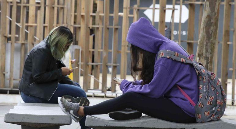 PenSe IBGE aponta que 95% dos adolescentes têm acesso a algum aparelho celular