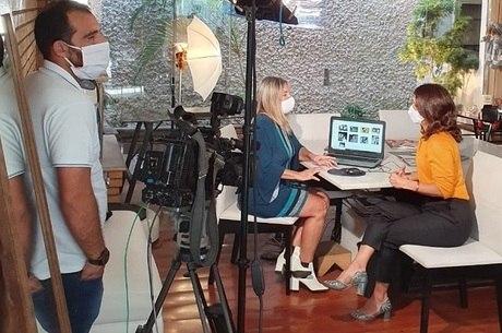 """Adriana em sua primeira reportagem para o """"RRI"""""""