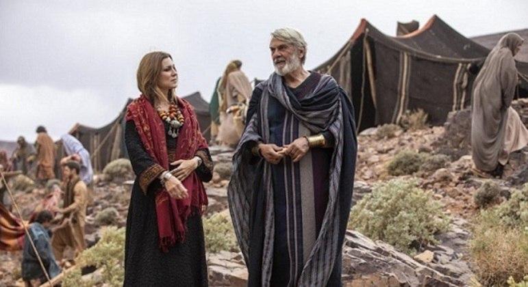 """Adriana Garambone e Zécarlos Machado em cena de """"Gênesis"""", que volta a gravar na segunda-feira"""