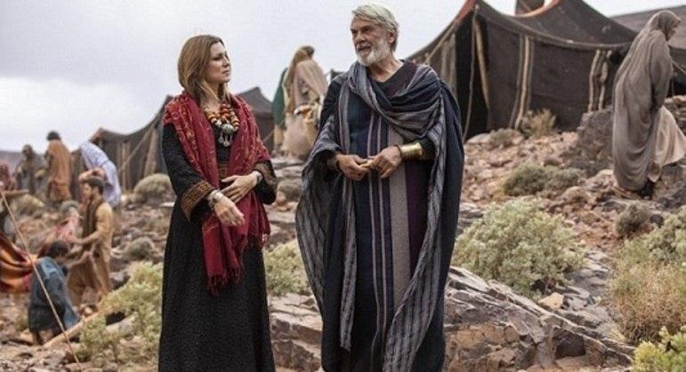 """Adriana Garambone e Zécarlos Machado em cena de """"Gênesis"""", que está completando um mês de exibição"""