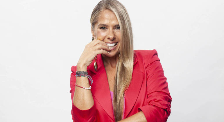 Adriane Galisteu comanda o Power Couple Brasil 5 de segunda a sábado, na Record TV