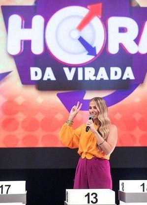 """Adriane Galisteu nas gravações do """"Hora do Faro"""""""