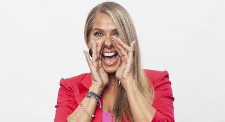 Adriane Galisteu comanda o reality de segunda a sábado, às 22h30